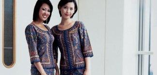 singapore_airlines_stewardesses.jpg