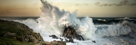 Wave-Crashing-On-Rock-l.jpg