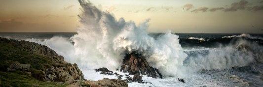 Wave-Crashing-On-Rock-l.jpg